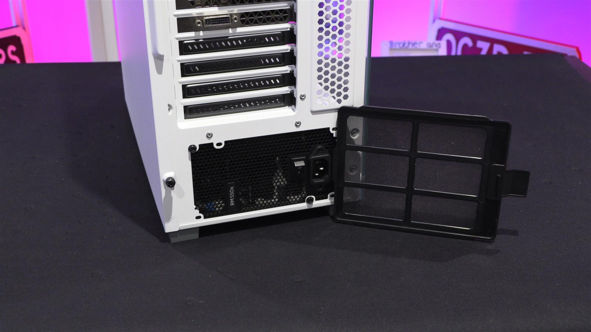 Corsair iCUE 220T RGB Airflow Review | External and Internal
